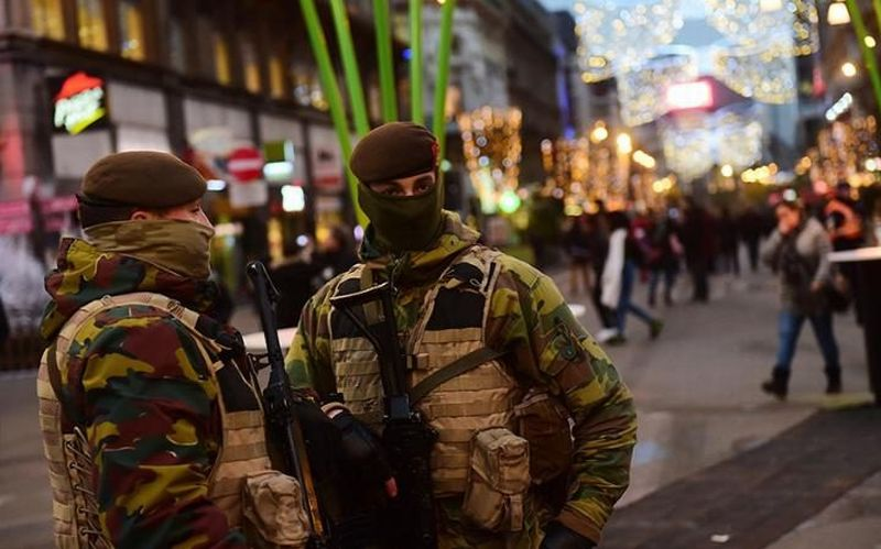 Langkah Tepat Bertahan di Area Serangan Terorisme ketika Sedang Berlibur