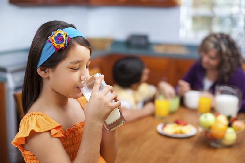 Keluarga Wajib Punya Kebiasaan Minum Susu agar Sehat Bersama-sama