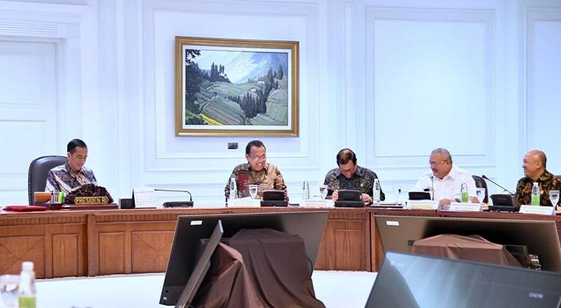 \Jelang Asian Games 2018, Jokowi Minta Pembangunan Tol hingga LRT Dipercepat\