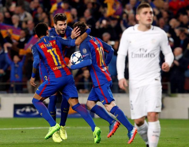 Pique kritik pola 3-4-3 Barcelona. (Foto: AFP/Pau Barrena)