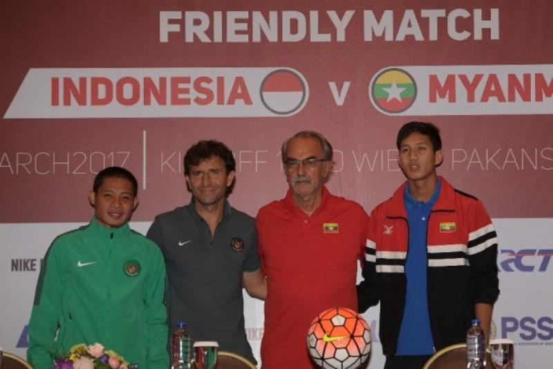 Foto sesi konferensi pers antara Timnas Indonesia dan Myanmar.(Foto: Antara/Sigid Kurniawan)