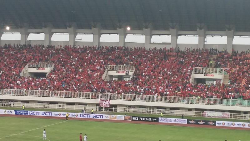 Laga Indonesia vs Myanmar disaksikan 13.250 penonton. (Foto: Putra/Okezone)