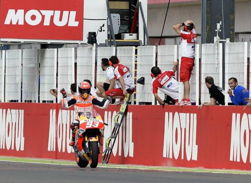 Marquez saat menang di GP Argentina 2016. (Foto: AFP/Juan Mabromata)