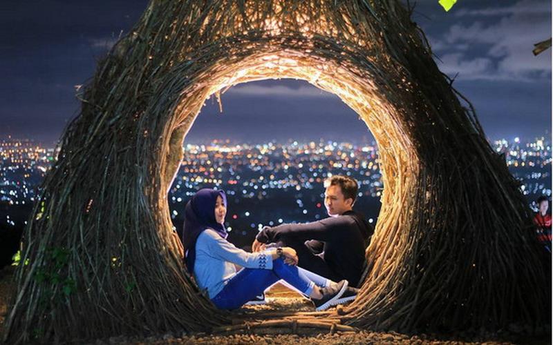 Romantisnya Pinus Pengger Yogyakarta, Cocok Dinikmati Bareng Kekasih