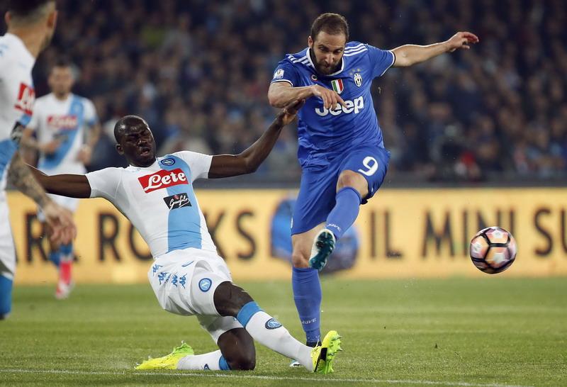 Higuain sering bobol gawang Napoli. (Foto: AFP/Ciro De Luca)