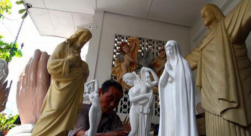 \INSPIRASI BISNIS: Paskah, Perajin Patung Rohani Kebanjiran Pesanan\