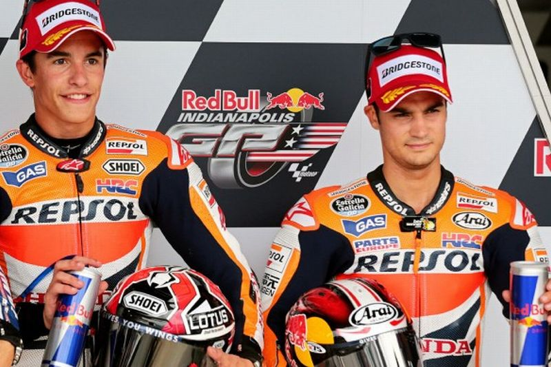 Dua pembalap Tim Repsol Honda, Marc Marquez (kiri) dan Dani Pedrosa (Foto: Motorcycle)