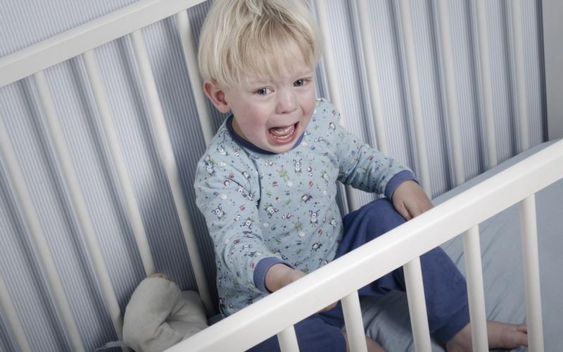 Stres karena Anak Cengeng Banget? Yuk, Bantu Redakan Moms!