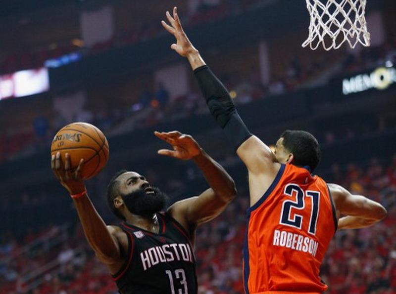 James Harden di laga kontra Oklahoma City Thunder pada play off NBA (Foto: AFP)