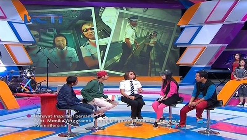 Host Dahsyat dan Kapten Monika (Foto: Twitter Dahsyat)