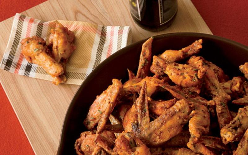 Makan Chicken Wings, Enaknya Pakai 3 Saus Ini!