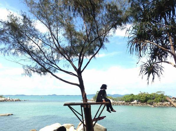 Melihat Pesona Cantik di Pantai Tanjung Kerasak di Pulau Bangka