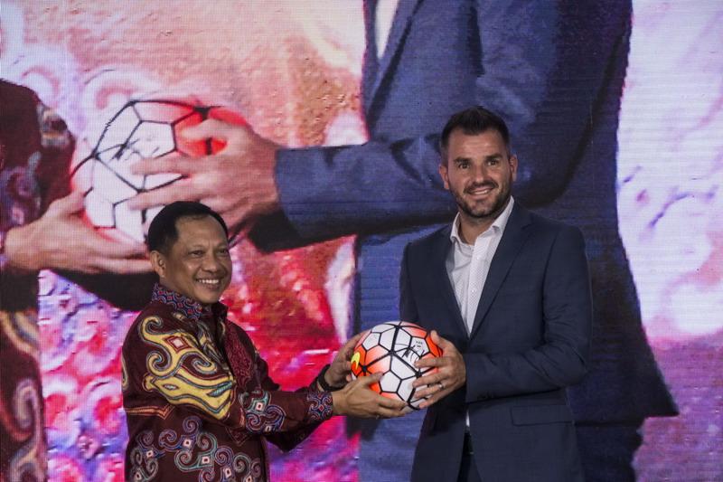 Simon Mcmenemy (kanan) pelatih Bhayangkara FC. (Foto: ANTARA/Aprilio Akbar)