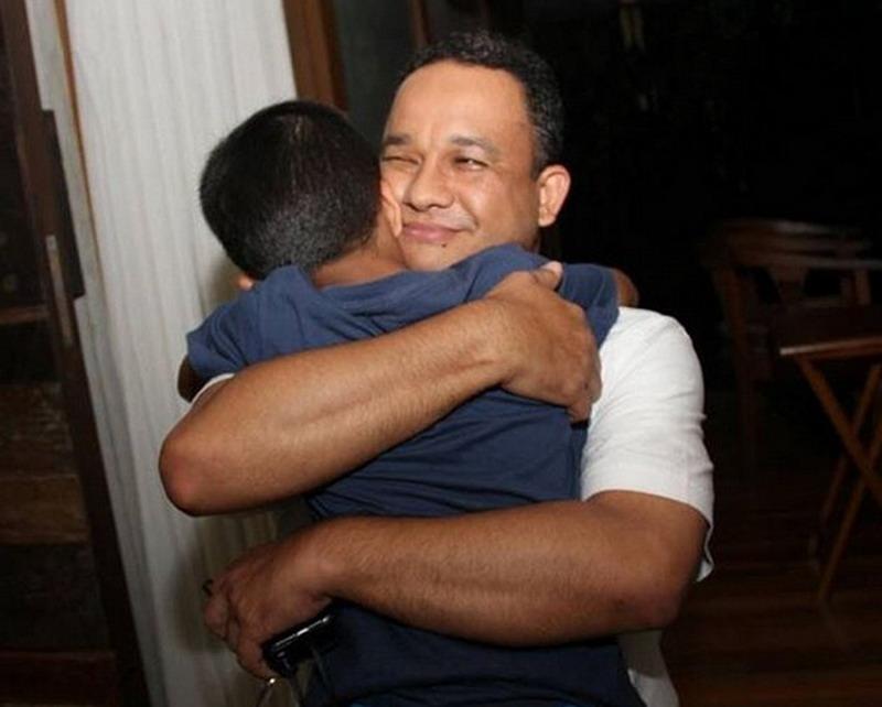 Pelukan Erat Anies Baswedan untuk sang Putra