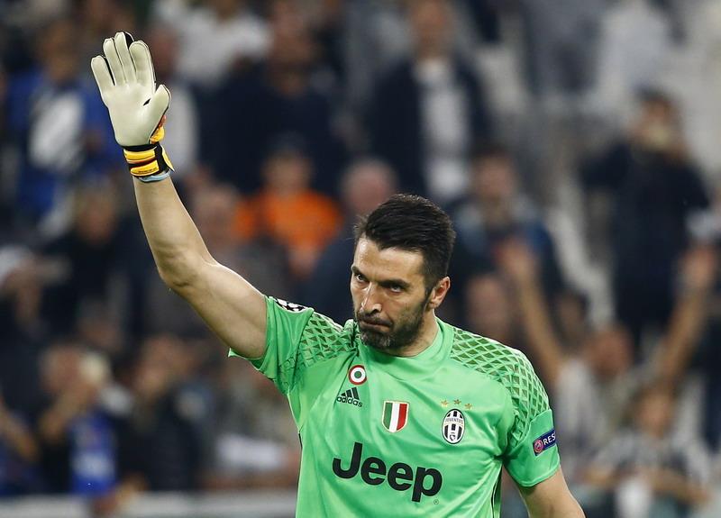 Buffon tak ingin Juventus menghentikan dongeng yang dibuat Leicester. (Foto: REUTERS/Stefano Rellandini)
