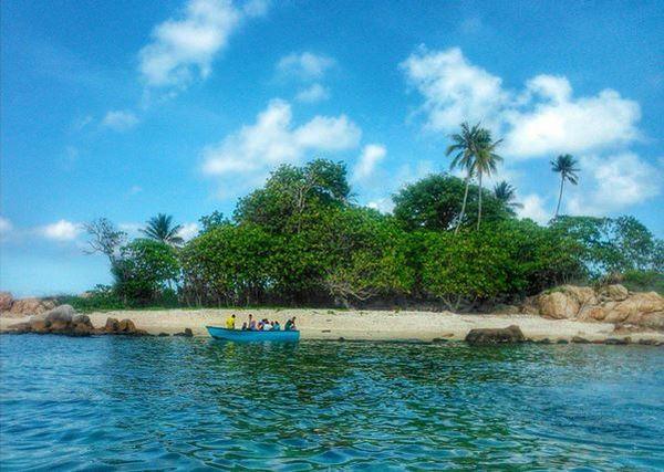 Wow, Pulau Penyusuk Punya Pantai Cantik untuk Main Air di Kepulauan Riau