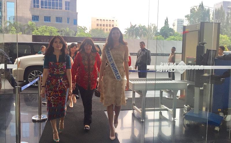 MISS INDONESIA 2017: Liliana Tanoesoedibjo Ajak Miss World 2016 Berkeliling MNC News Center