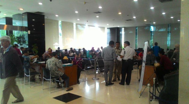 \BUSINESS HITS: Hari Terakhir Pelaporan SPT, Masyarakat Serbu Kantor Pajak\