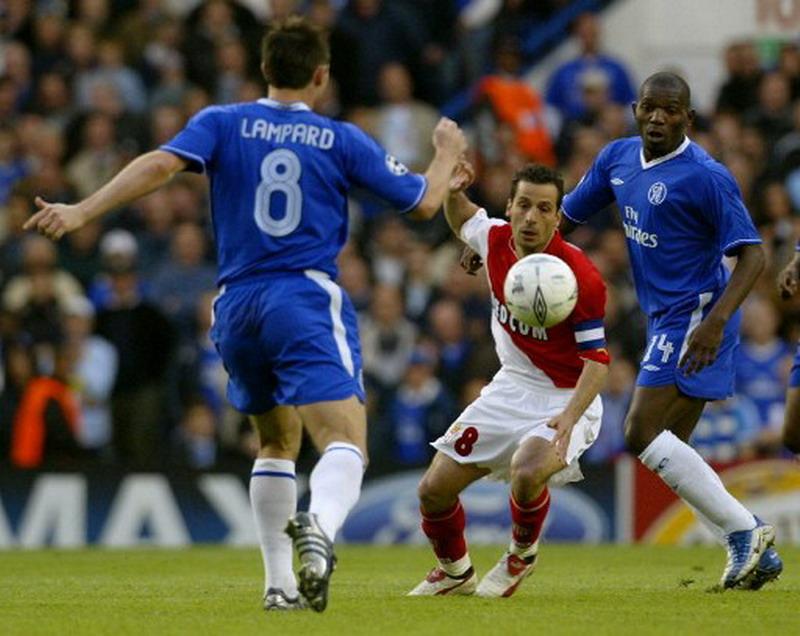 Giuly saat membela Monaco vs Chelsea pada 2004. (Foto: AFP/Jim Watson)