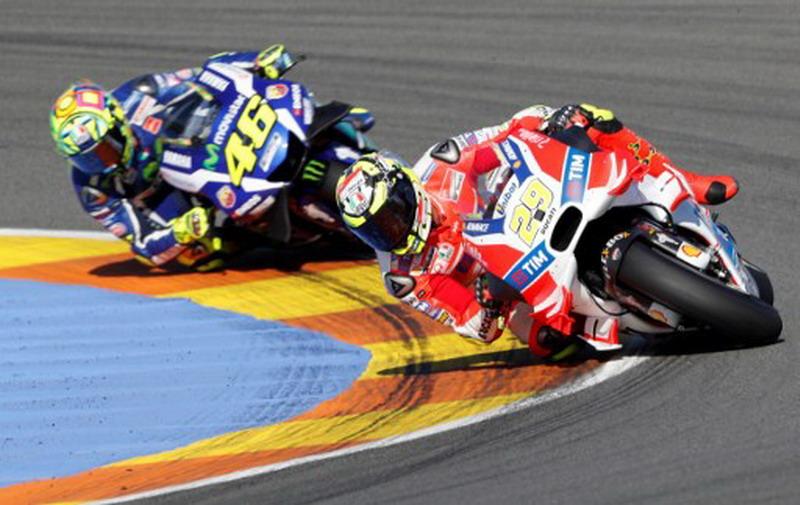 Andrea Iannone & Valentino Rossi (Foto: AFP)