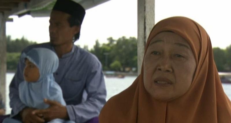 SELAMAT HARI KARTINI: Berpeluh Tak Kenal Lelah, Bidan Apung Siti Sumiyati Layani Warga Sepenuh Hati