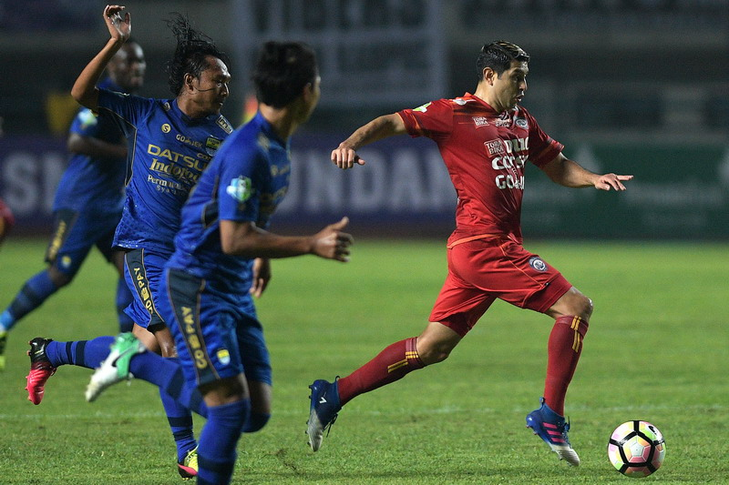 Esteban Vizcarra saat menghadapi Persib. (Foto: ANTARA/Sigid Kurniawan)