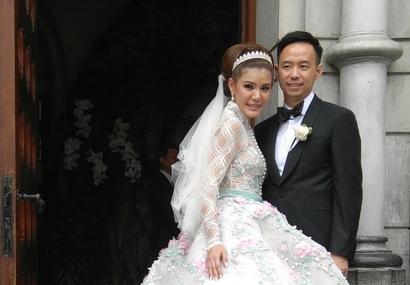 Olga Lydia dan Suami (Foto: Dudit/Okezone)
