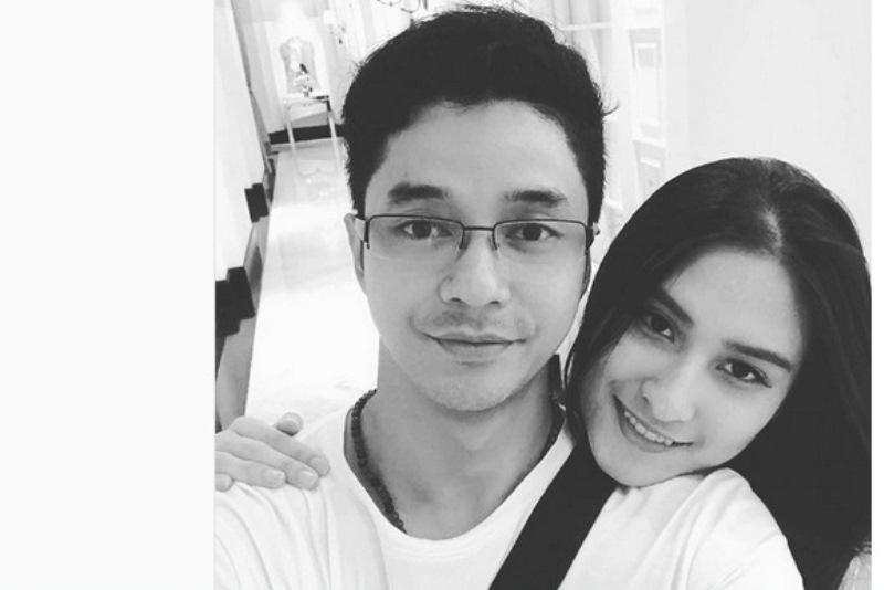 Adly Fairuz dan Kekasih (Foto: Instagram)