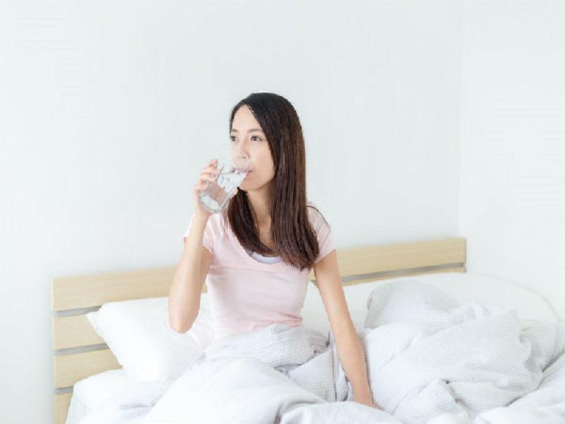 6 Alasan Mengapa Harus Minum Air Putih Minimal 60 Detik Setelah Bangun Tidur