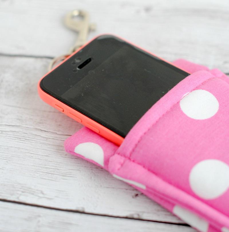 Yuk Manfaatkan Kain Perca Bikin Case Handphone Cantik