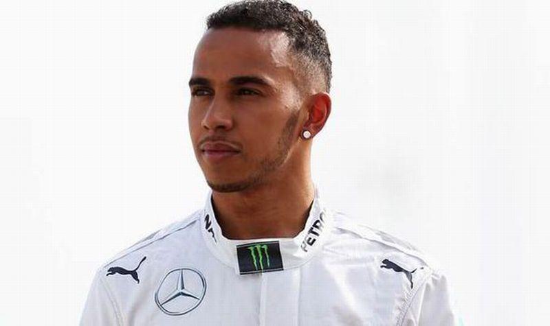 Pembalap Mercedes, Lewis Hamilton (Foto: Daily Express)