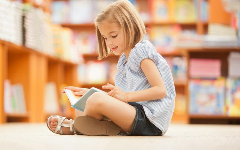 Moms Ini Lho Pilihan Buku yang tepat Sesuai Usia Anak