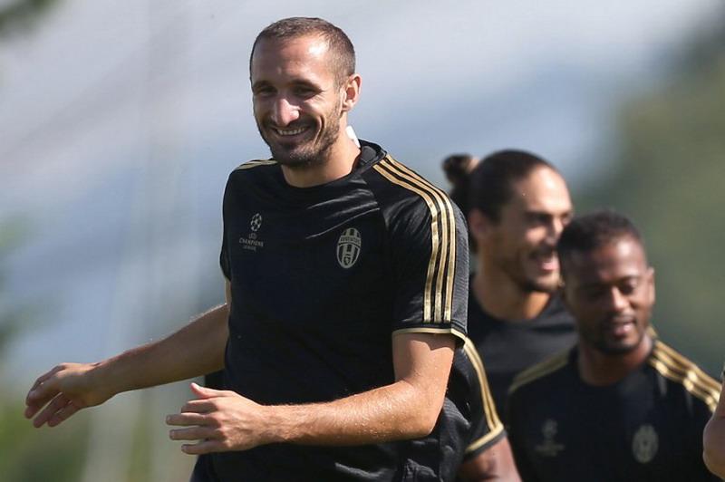 Chiellini kalem Juventus di ambang raih treble winner. (Foto: AFP/Marco Bertorello)