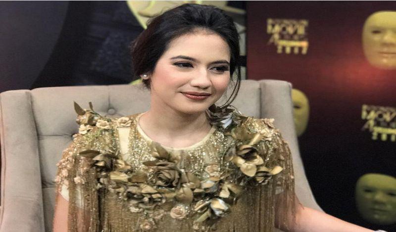 IMAA 2017: Tampilan Glamor, Pevita Pearce dalam Balutan Gaun Barli Asmara