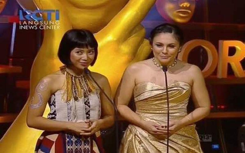IMAA 2017: Bacakan Nominasi Pemeran Anak-Anak Terbaik, Wulan Guritno Tampil Menawan Nuansa Gold