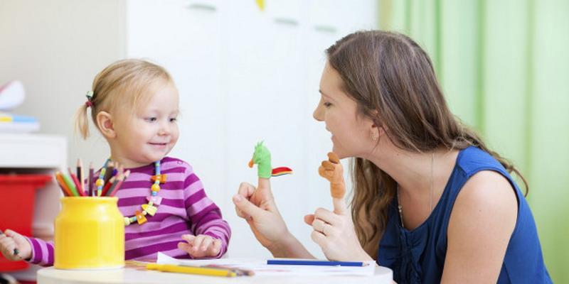 Moms Jangan Salah Pilih! Simak Tips Memilih Pengasuh yang Baik untuk si Kecil