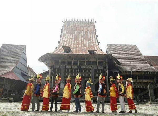 Desa Bawomataluo Bisa Bikin Traveller Betah di Nias, Lho!