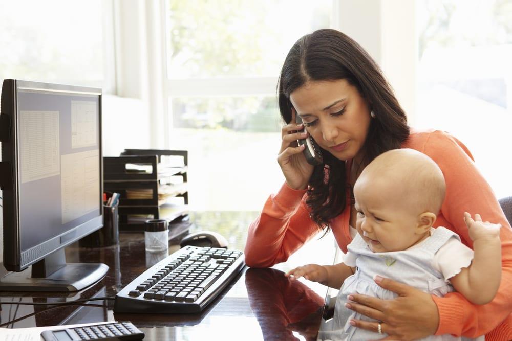 Moms, Pilih Bekerja atau Tidak Setelah Punya Bayi?