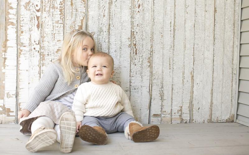 Anak Pertama dan Kedua Berbeda Karakter dan Pola Asuh! Pahami Ya Moms