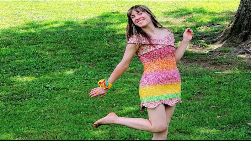Tepuk Tangan! Wanita Ini Buat Sendiri Gaun Pengantin dari Bungkus Permen