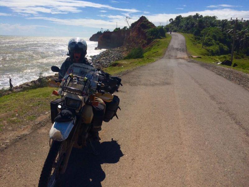 Wow, Pasangan Suami Istri Asal Amerika Serikat Liburan ke Indonesia Naik Motor