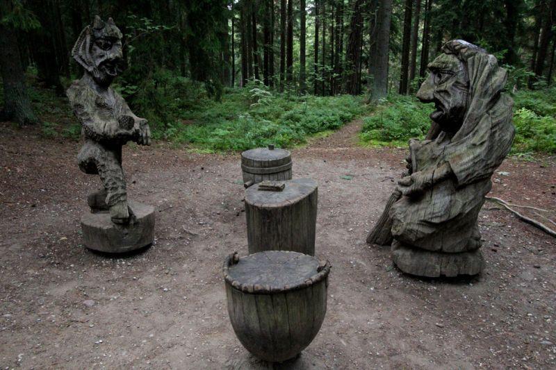 Hiii...Merindingnya Jelajahi Bukit Penyihir di Lithuania