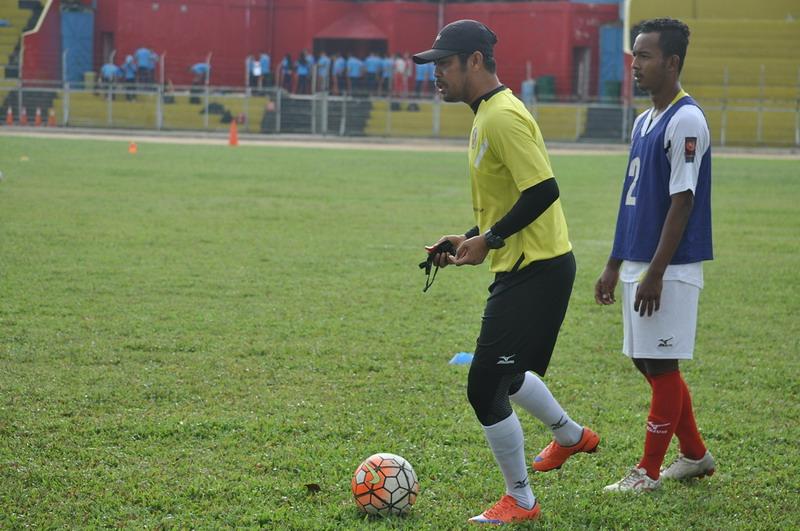 Nil Maizar saat pimpin latihan Semen Padang. (Foto: Rus Akbar/Okezone)