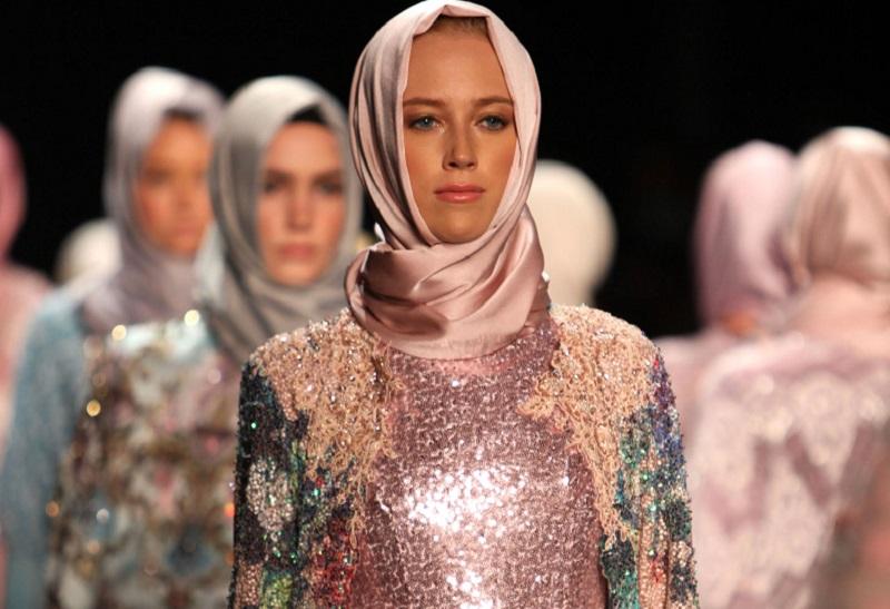 Pemandangan Bawah Laut Jadi Inspirasi Hengki Kawilarang untuk Merancang Busana Muslim