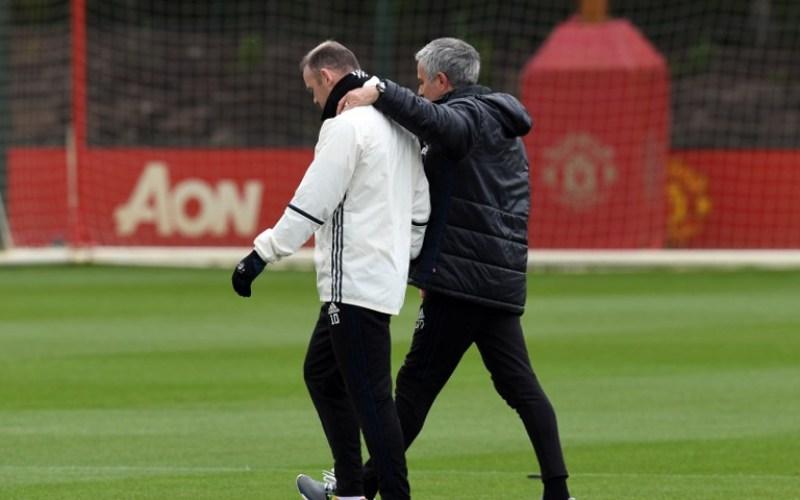Wayne Rooney dan Jose Mourinho (Foto: AFP)