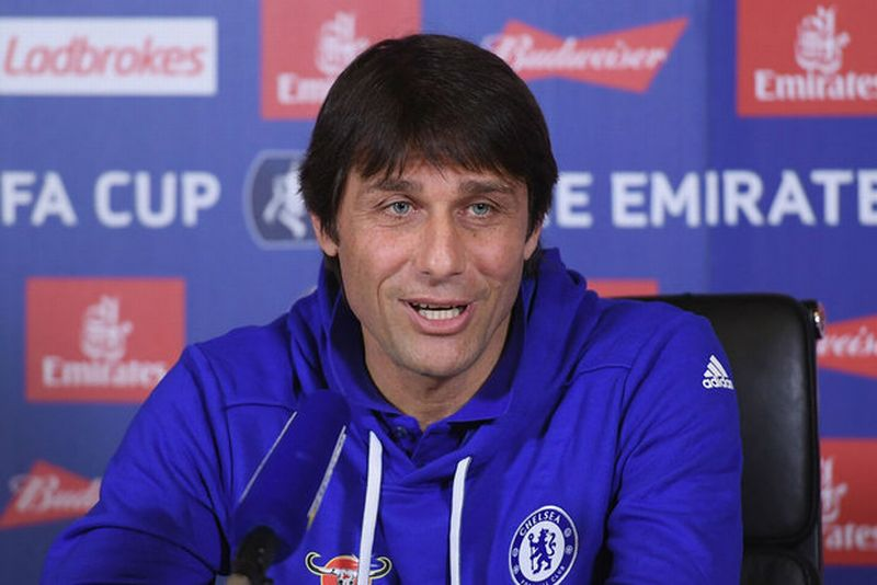 Pelatih Chelsea, Antonio Conte (Foto: Getty Images)