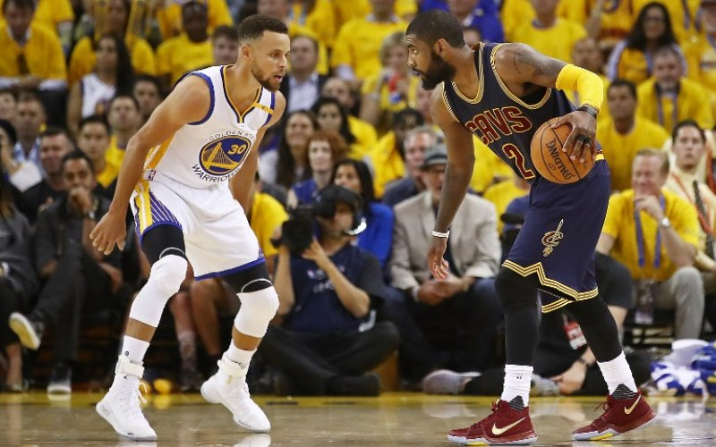 Golden State Warriors dan Cleveland Cavaliers di final NBA 2017 (Foto: AFP)
