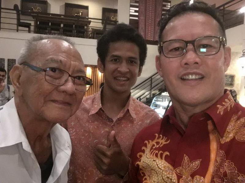 Kak Wari (kanan) bersama Rafid Topan (tengah)