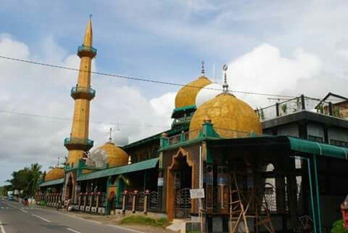 JELAJAH ISLAM: Kisah Uang Judi yang Kembali Sendiri dari Celengan Masjid Lapeo
