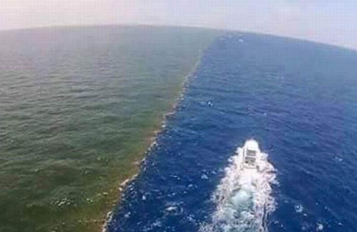 JELAJAH ISLAM: Pertemuan 2 Laut di Selat Gibraltar yang Mencengangkan